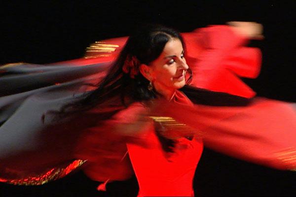 NURA - begeisterte orientalische Tänzerin und seit 30 Jahren Trainerin für orientalischen Tanz